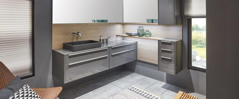 Inneneinrichtung Badezimmer Grautöne mit Holz-Oberflächen - Raab Stuttgart